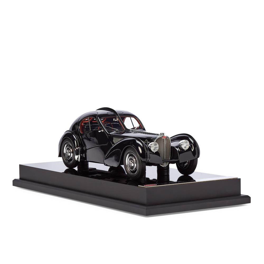 Bugatti 57SC Модель автомобиля 1:18 фото