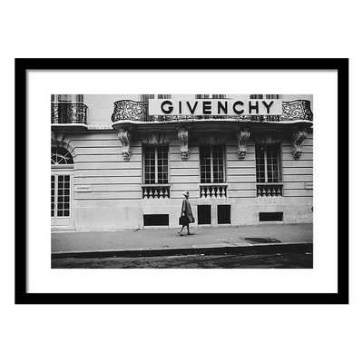 Isabel O'donnell in Front of Givenchy Постер
